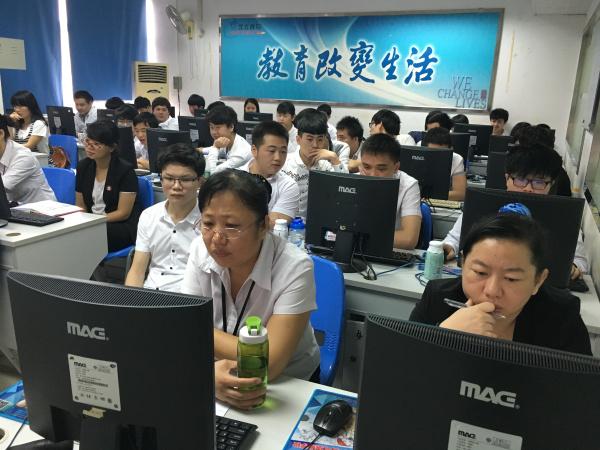 这次的答辩1T123班学员们的表现得到了老师的表扬与肯定,在走进信狮前,他们还只是一群对计算机不懂的孩子,如今他们已经成长,能在团队协助下完成自主设计项目、并用代码实现项目,这样大的进步另每一位老师都欣慰不已。虽然第一学期结束,但是还有接下来第二第三学期的学习,让我们继续期待1T123班学生在新学期里的表现吧!